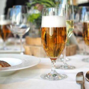 お祝いの席のテーブルイメージ